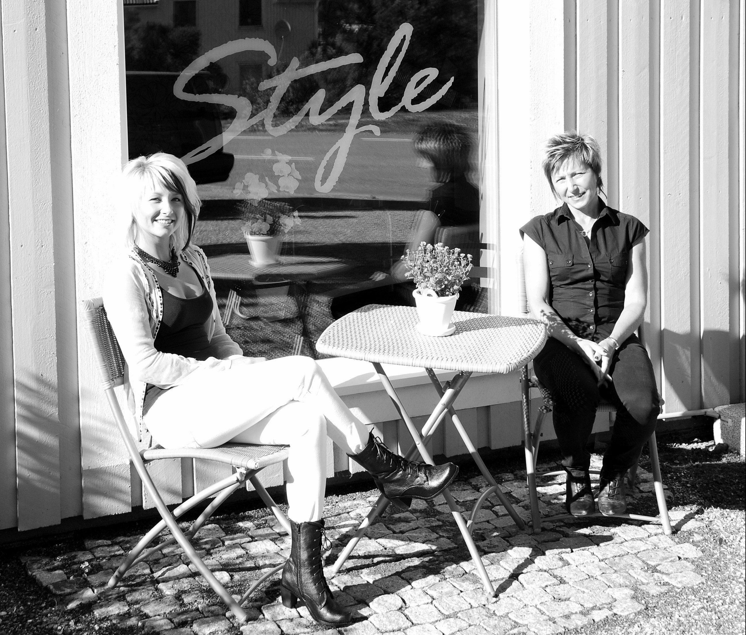 Cafébord vid soliga dagar